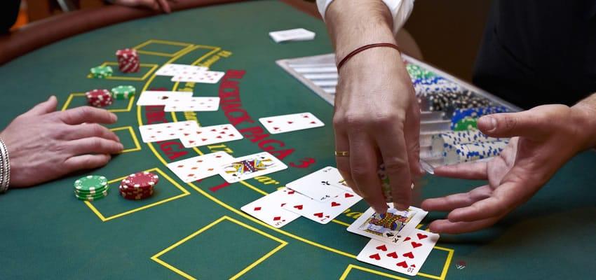 Hvordan å bli en Blackjack Kortgiver